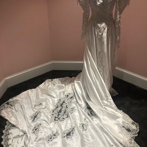 STUNNING 80svintage wedding dress